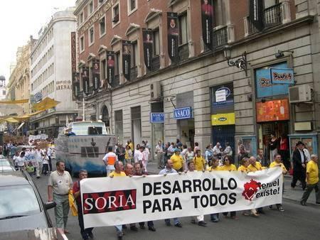 Manifestación en Madrid de Teruel y Soria hasta las puertas del Senado. 27 de septiembre de 2003
