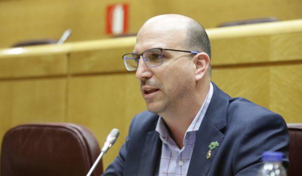 El ministro de Sanidad estudiará la propuesta de Teruel Existe para crear industria sanitaria en la España Vaciada