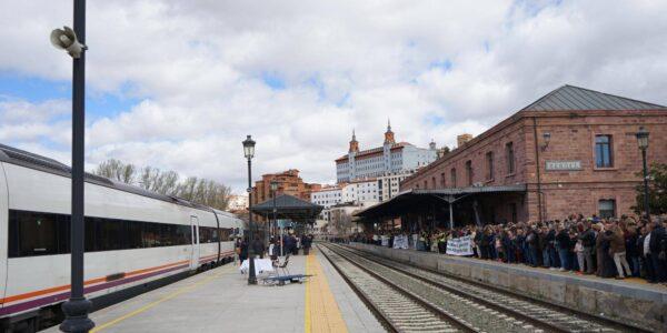 Teruel Existe pregunta al Gobierno por la recuperación de servicios ferroviarios y maquinistas en Teruel