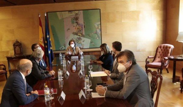 """Guitarte se reúne con la vicepresidenta Carmen Calvo y defiende unos """"presupuestos de país"""" basados en el consenso"""