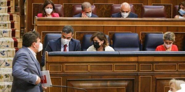 """Guitarte reprocha a Sánchez que es """"lamentable"""" el acuerdo con el Gobierno de Aragón para sustituir trenes por taxis"""